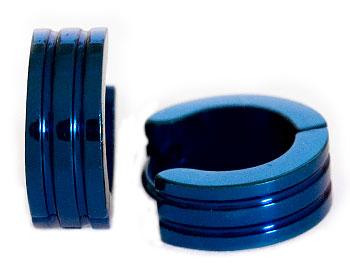 Blåa stålörhängen. Diameter cirka 14 mm, bredd cirka 5 mm.