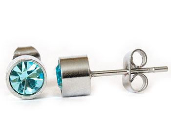 Ljusblå örhängen 5 mm i diameter, höjd cirka 4 mm.