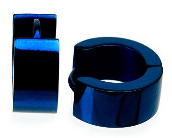 Blåa örhängen i stål.