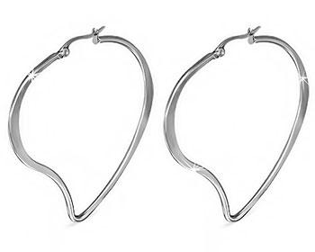 Stora hjärtformade örhängen.