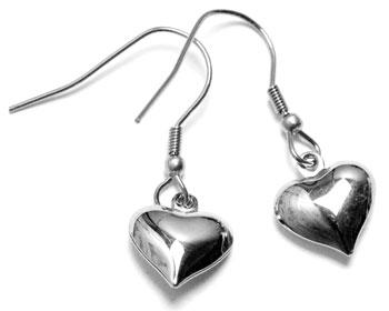 Stålörhängen med hjärta.
