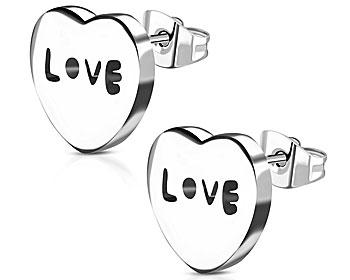 """Örhänge med text, """"LOVE"""". Storlek cirka 9x10 mm. Ofärgade."""