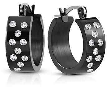 Svarta örhängen i stål. Bredd cirka 7 mm, diameter cirka 20 mm.