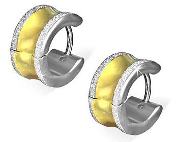Snygga örhängen i stål Bredd cirka 7 mm, diameter cirka 13 mm.