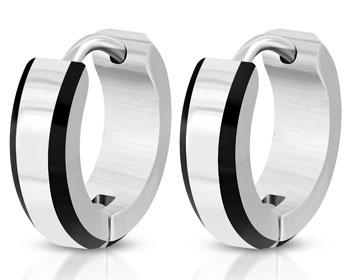Snygga örhängen i stål. Bredd cirka 4 mm, diameter cirka 13 mm.
