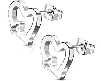 Hjärtörhängen i stål. Mått cirka  8x10 mm.