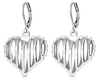 Hjärtörhängen. Totallängd cirka 3 cm.