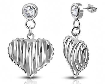 Söta hjärtformade örhängen. Mått på hjärta cirka 16 x 18 mm.