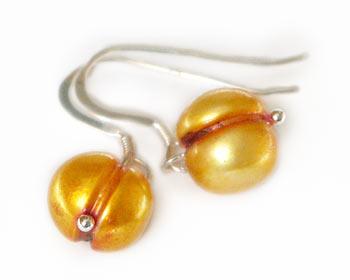 Vackra pärlörhängen i odlade sötvattenpärlor. Pärlstorlek ca 9mm. Silver