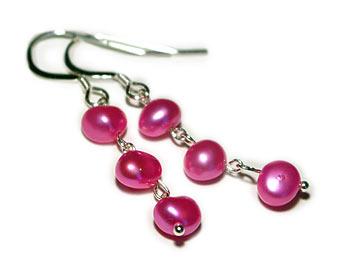 Pärlörhängen i rosa odlade sötvattenpärlor. Silver.