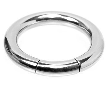 Bcr-ring till piercing. Mått cirka 4x19 mm. Kirurgiskt stål.