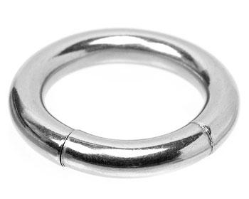 Bcr smycke i kirurgiskt stål. Mått cirka 4x16 mm.