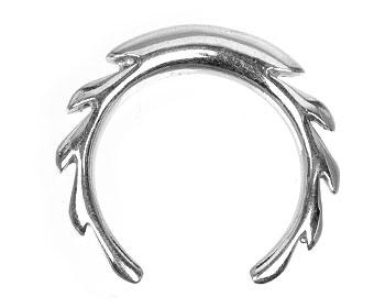 Smycke till piercing 4 mm i tjocklek och cirka 15 mm i diameter.