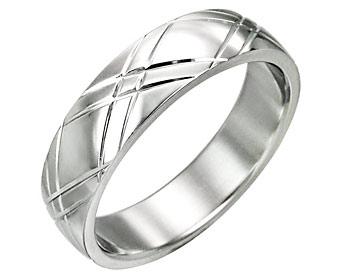 Ringar förlovning. Ringarna är  gjorda i kirurgiskt stål. Bredd cirka 6 mm.