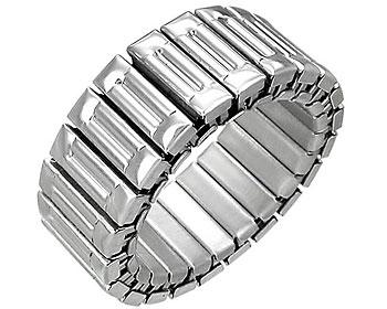 Töjbar ring i stål. Bredd cirka 9 mm.