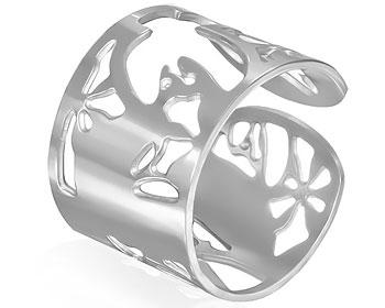Bred ring i kirurgiskt stål. Bredd ca 1,5 cm.