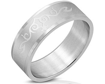 8 mm bred ring i stål. Höjd cirka 1.7 mm.