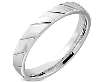 Smal mönstrad ring. Bredd cirka 4 mm.
