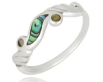 Silver ring gjord i 925 silver och pärlemor.